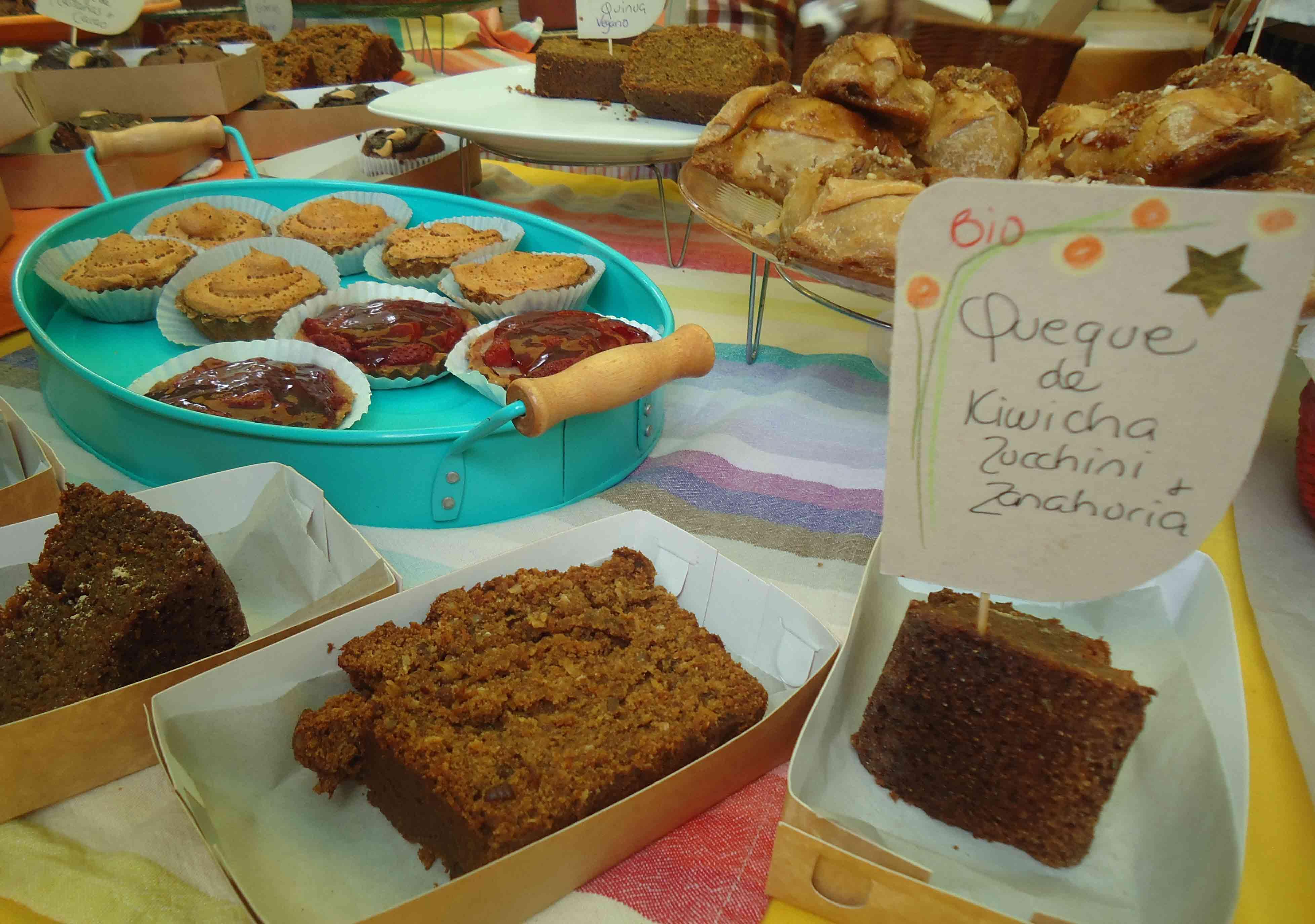 Tortas e doces vendidos na feira orgânica de Miraflores