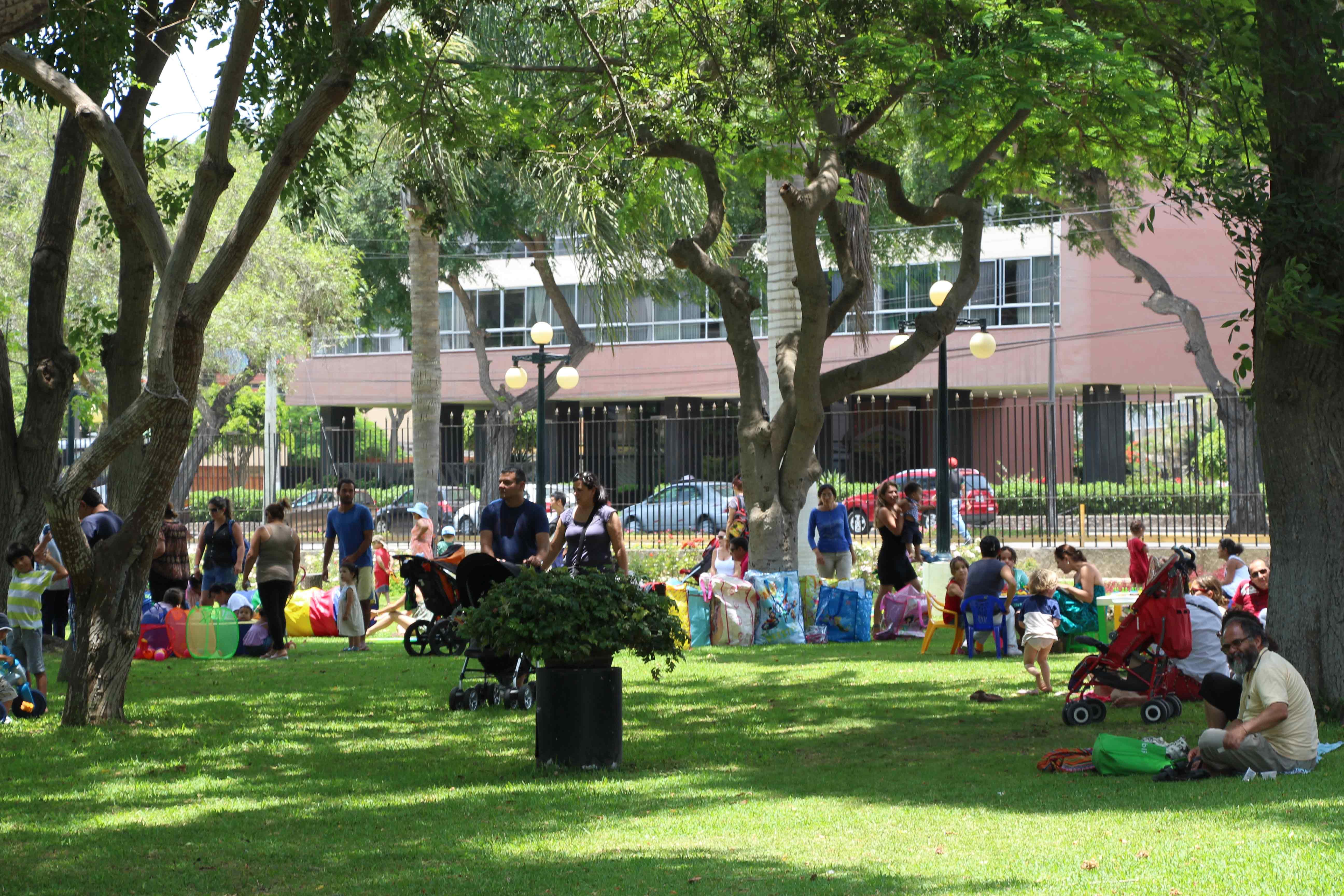 Estimulação infantil no Parque Reducto em Lima