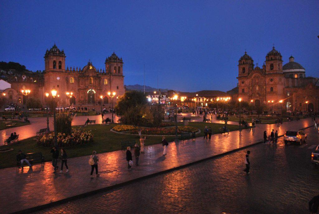 Plaza de Armas de Cusco a noite, Peru