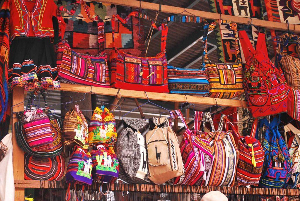feira artesanal em Aguas Calientes, Peru