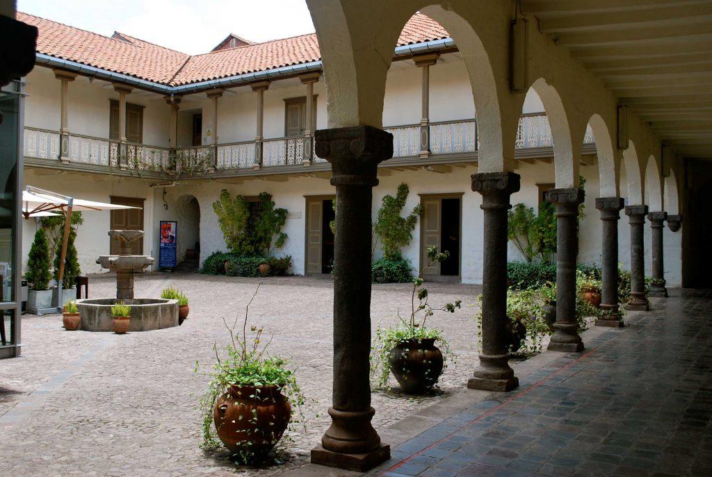 O pátio do Museu de Arte Pré-colombiano, em San Bras.
