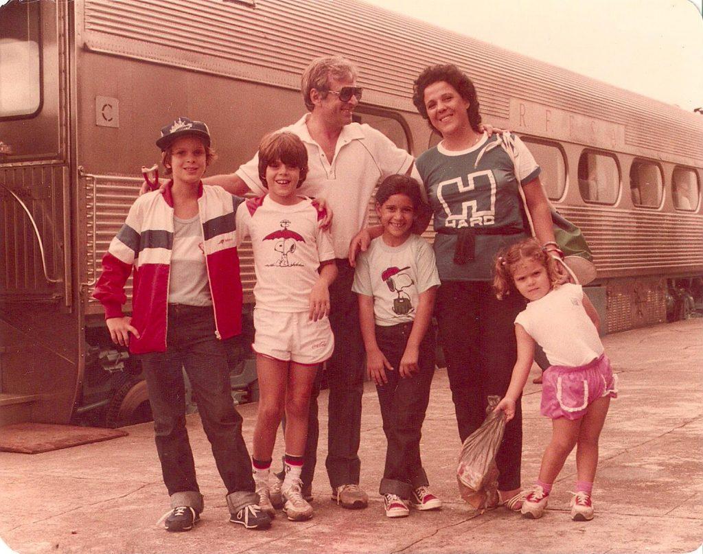 Passeando de trem até Paranaguá (1983).