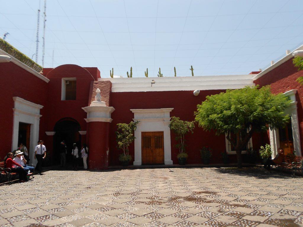 Pátio de entrada - Museo Santuarios Andinos.