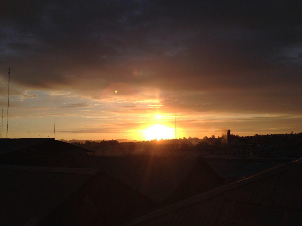 Pôr do sol da janela do nosso quarto - Arequipa.