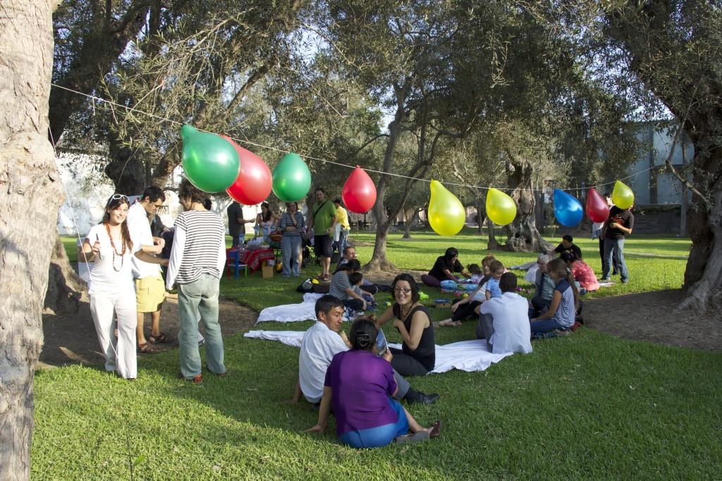 Festa no parque El Olivar, em Lima, no Peru.