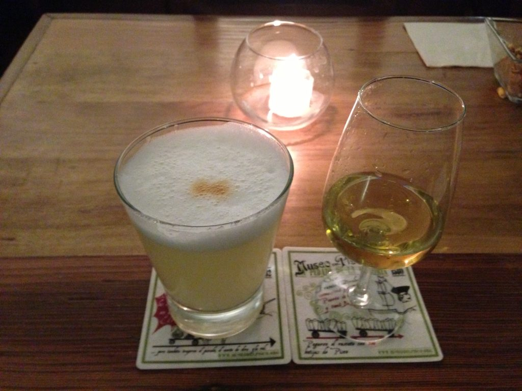 Pisco Sour e Macerado de pisco do Museo del Pisco