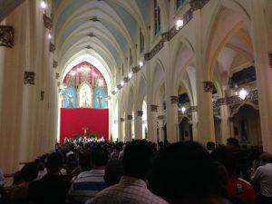 Iglesia del Carmen lotada, na Sexta-feira Santa.