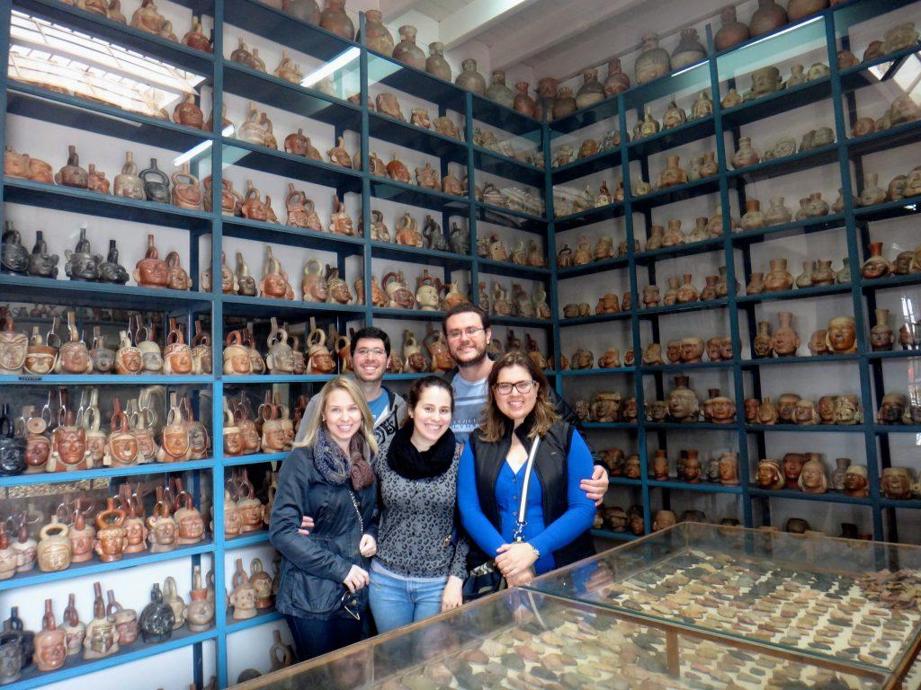 Nos arquivos do Museu Larco, com inúmeras cerâmicas Mochica.