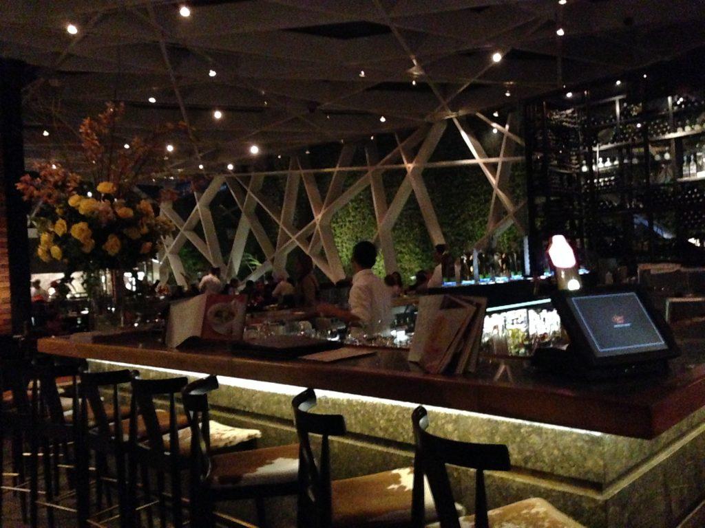 Bar na entrada do restaurante Harry Sasson.