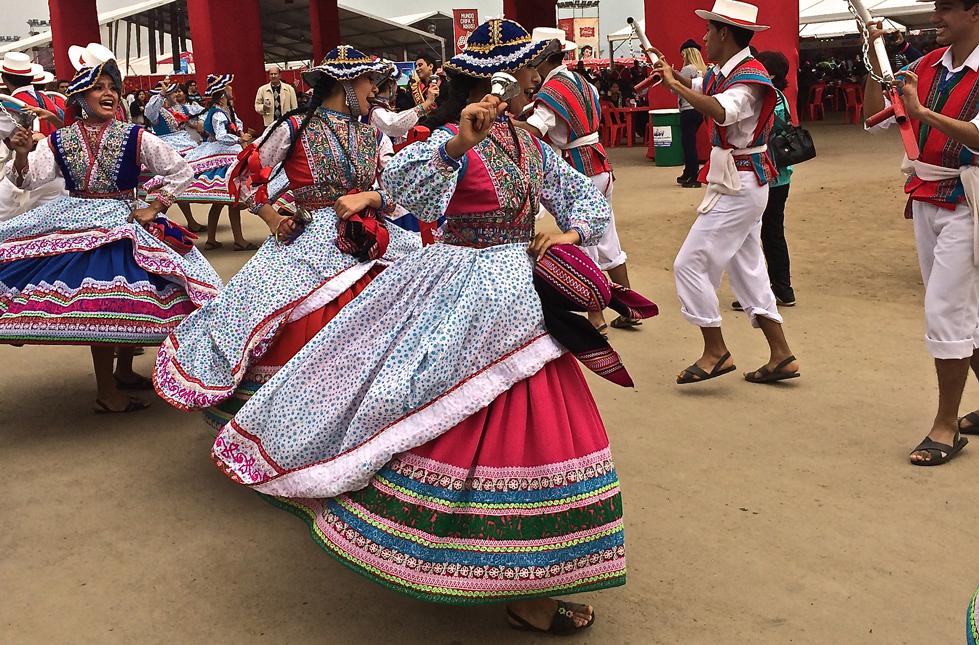 Apresentações folclóricas acontecem todos os dias do Mistura