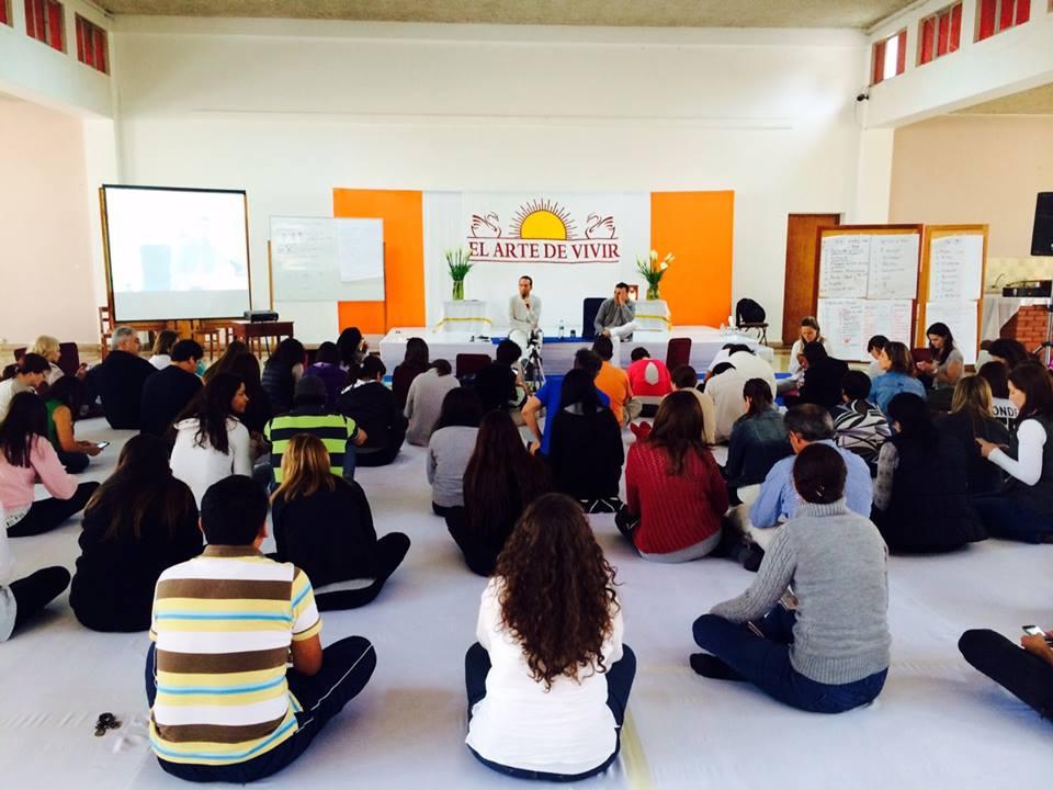 Curso da fundação 'Arte de Viver' - Peru. Foto: divulgação facebook El Arte de Vivir.