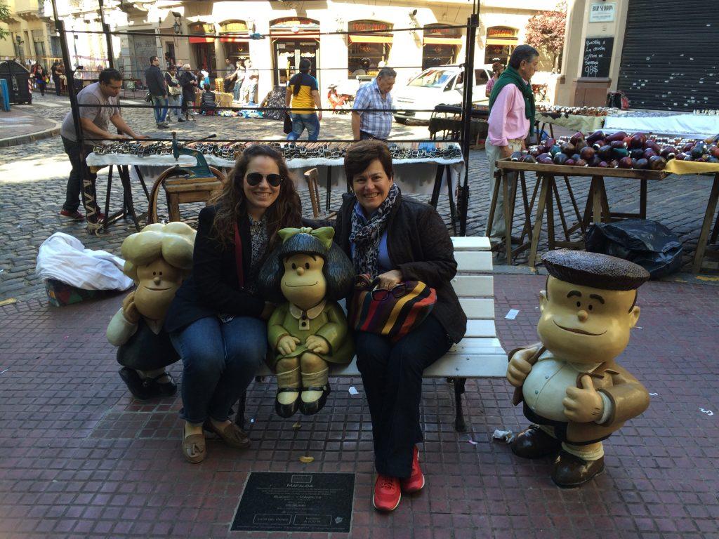 Eu, mamãe, Mafalda e seus amigos, em San Telmo, por supuesto.