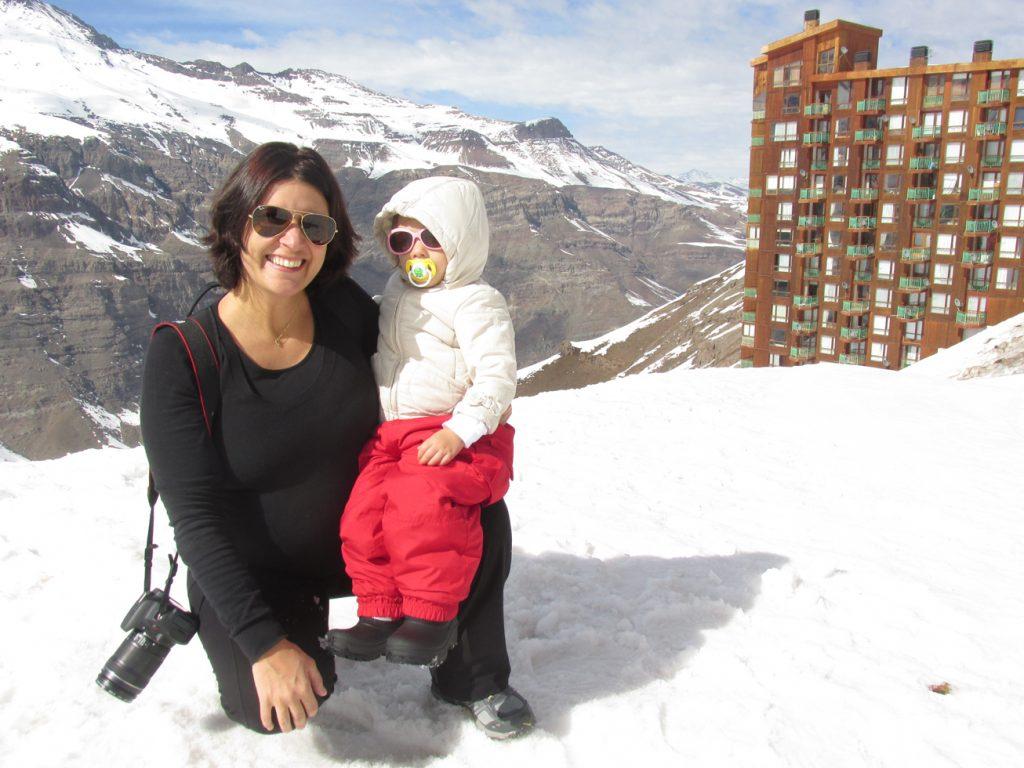 Olivia, eu e a barriga em Valle Nevado. ;-)