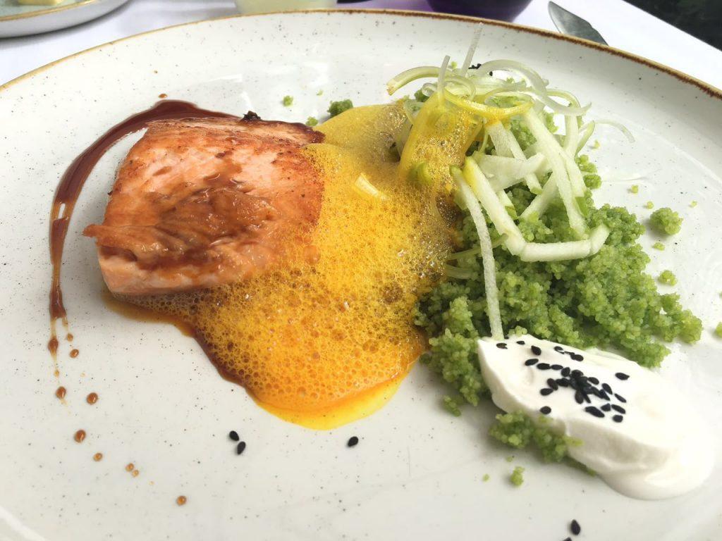 Pedido da Manu: Salmão grelhado com couscous verde e iogurte