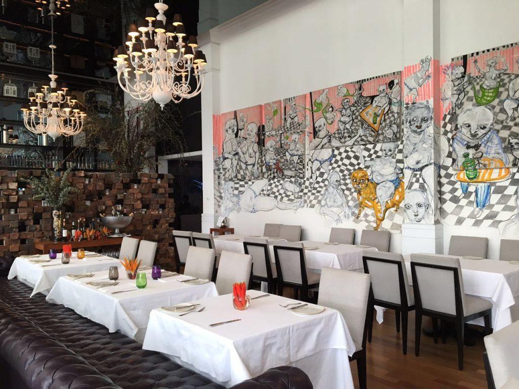 Salão interno restaurante Tragaluz